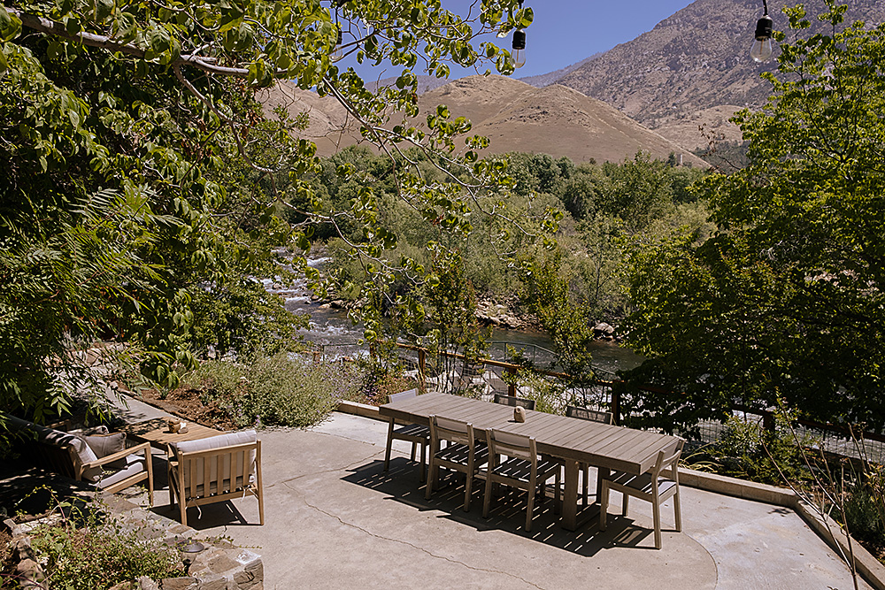 Outdoor dining and lounge on the Kern River at the Kern River House vacation rentals.
