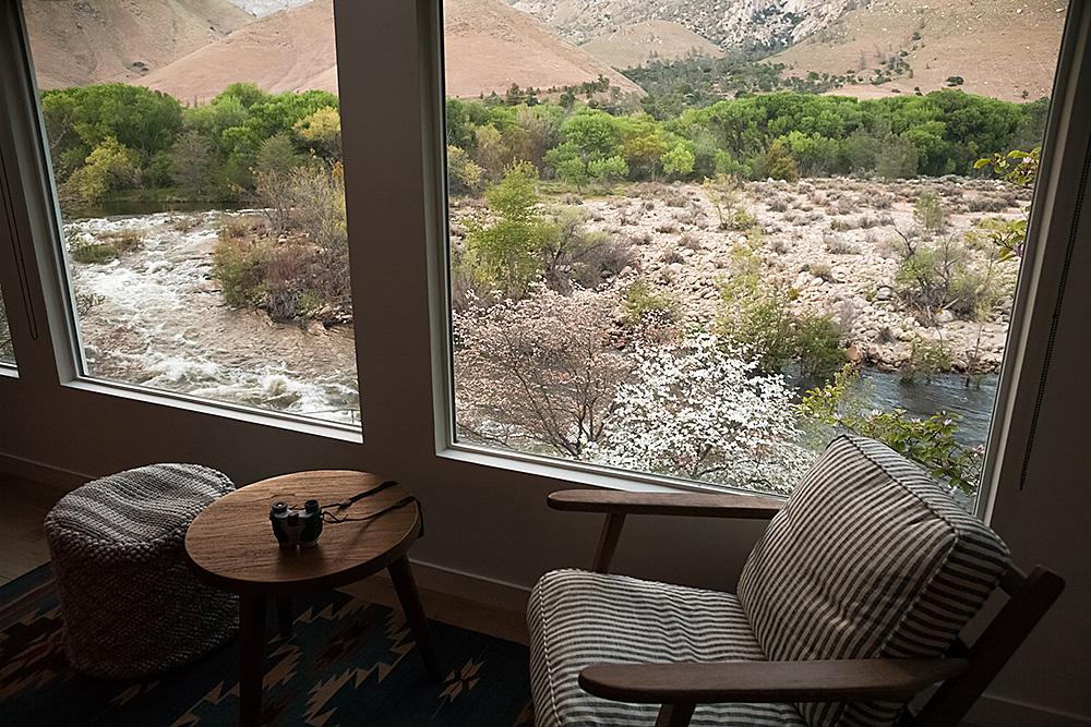 Carefully appointed and comfortably furnished Cabin, Kernville, CA