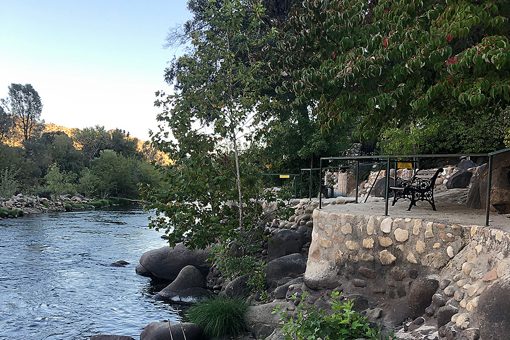 Private terrace with river access from the Kern River House. Swimming, fly fishing, tubing, kayaking, rafting on the Kern River.